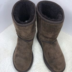 UGG Classic Short Sheepskin-Lined Suede Boots 8